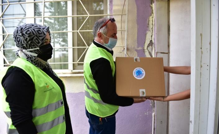 Tuzla'da ihtiyaç sahibi ailelere yardım paketi