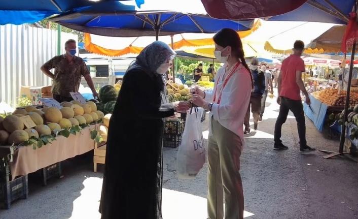 Altınova Belediyesinin özel ekibi yaşlı ve engelli vatandaşların yardımına koşuyor