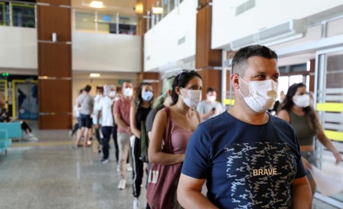 Aşılama oranında Türkiye birincisi olan Edirne'de aşı merkezlerinde yoğunluk sürüyor