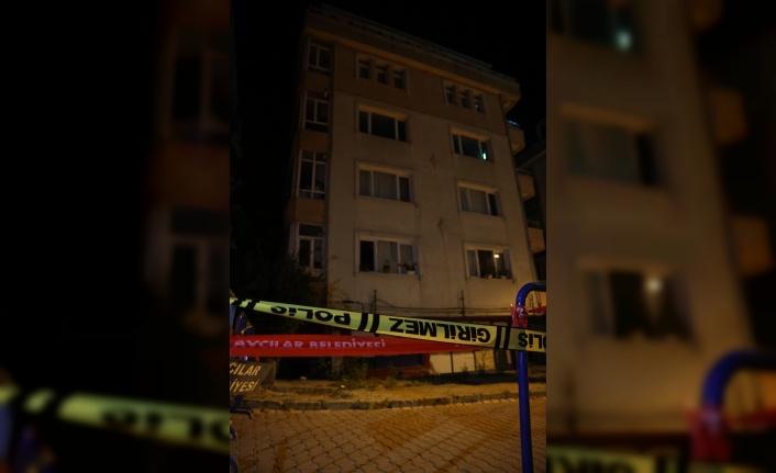 Kolonu çatlayan 5 katlı bina boşatıldı