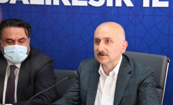 Bakan Karaismailoğlu AK Parti Balıkesir İl Başkanlığını ziyaret etti: