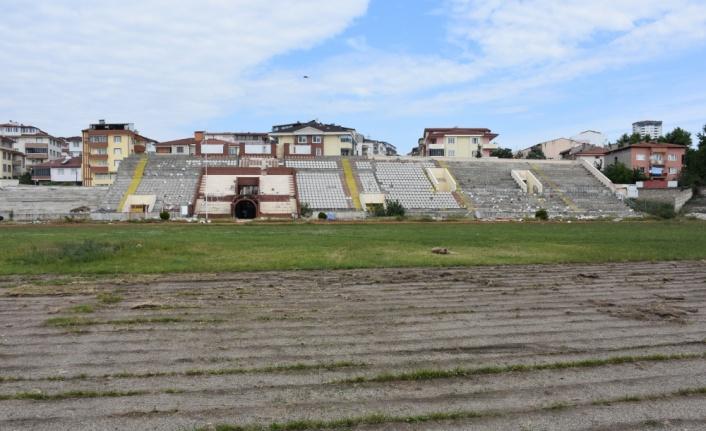 Şeyh Edebali Stadının yıkımına başlanıldı