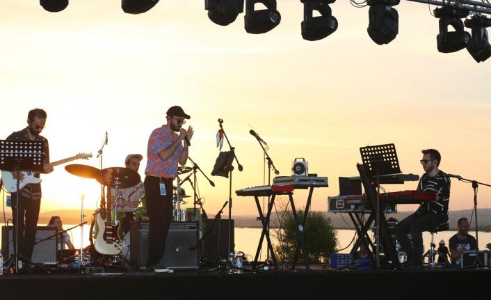 Can Kazaz'dan Bursa'da göl kıyısında konser