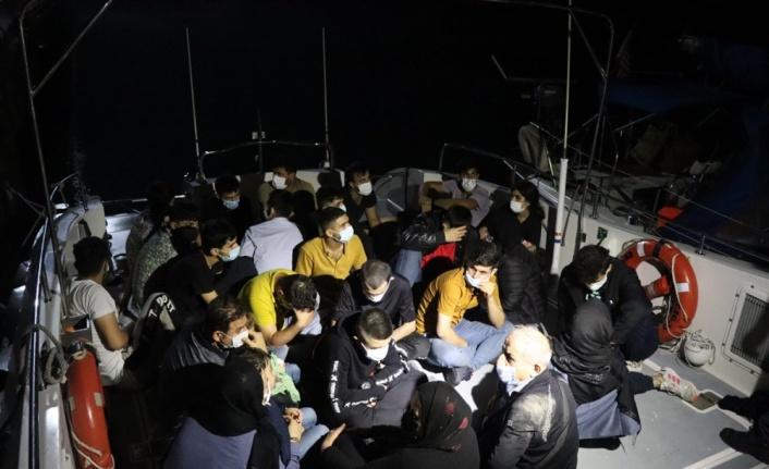 Çanakkale açıklarında mobil radarla tespit edilen 27 yabancı uyruklu karaya çıkarıldı
