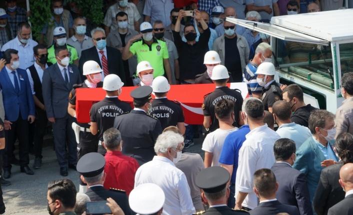 Trafik kazasında şehit olan polis memuru son yolculuğuna uğurlandı