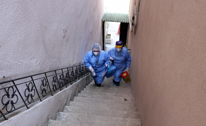 Mobil ekipler engellilerin Kovid-19 aşılarını evlerinde yapıyor