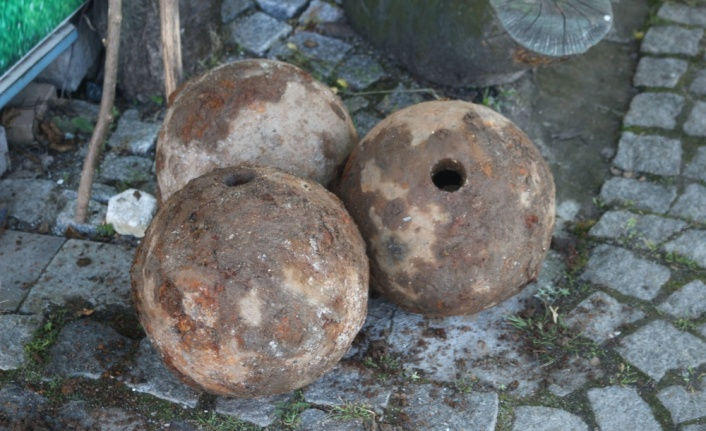 Kırklareli'nde bir evin bahçesinde 3 gülle bulundu