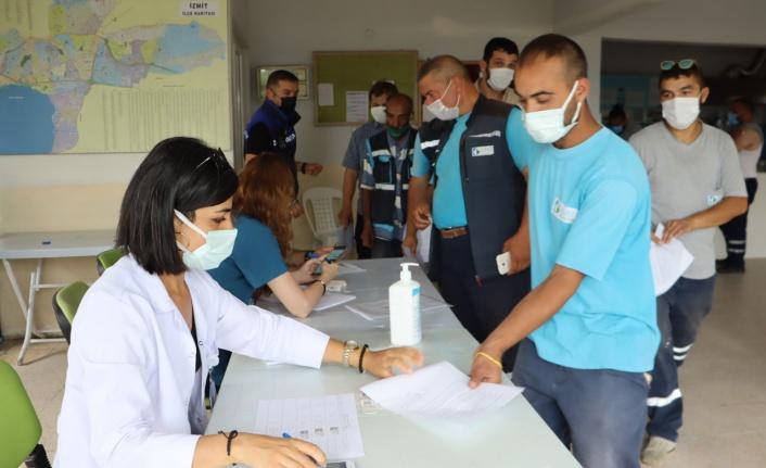Kocaeli İzmit Belediye personeli de aşılanıyor