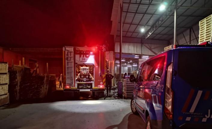 Ahşap palet fabrikasında çıkan yangın söndürüldü