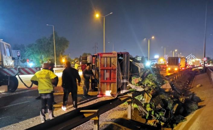 Gebze'de sebze yüklü kamyon kamyonete çarptı: 5 yaralı