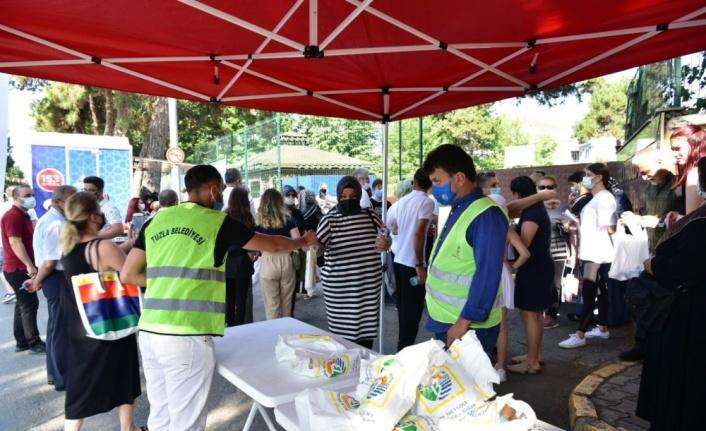Tuzla Belediyesinden YKS'ye giren öğrencilere hediye