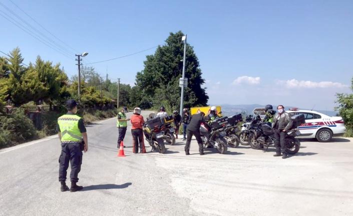 Karamürsel Jandarma Asayiş ve Trafik timleri bayram mesaisinde