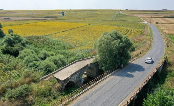 Günümüze 3 kemeri ulaşan tarihi Karapürçek Köprüsü ilgi görüyor
