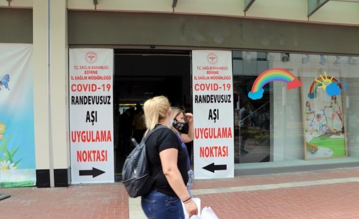 Aşılama oranı en yüksek illerden Edirne'de mobil aşı ekipleri etkin rol oynuyor