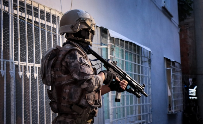 """850 polisin katılımıyla uyuşturucu satıcılarına """"şafak"""" operasyonu"""