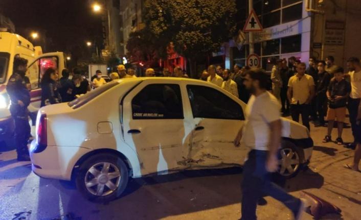 """Polisin """"dur"""" ihtarına uymayan otomobil sürücüsünün çarptığı kişi yaralandı"""