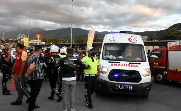 Bursa'da polisten kaçan şüphelilerin kullandığı otomobilin çarptığı kadın, tedavi gördüğü hastanede yaşamını yitirdi