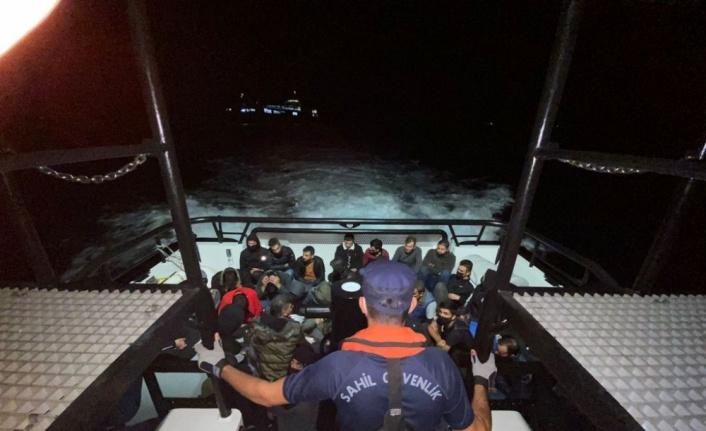 Çanakkale açıklarındaki gemide bulunan 35 düzensiz göçmen karaya çıkarıldı