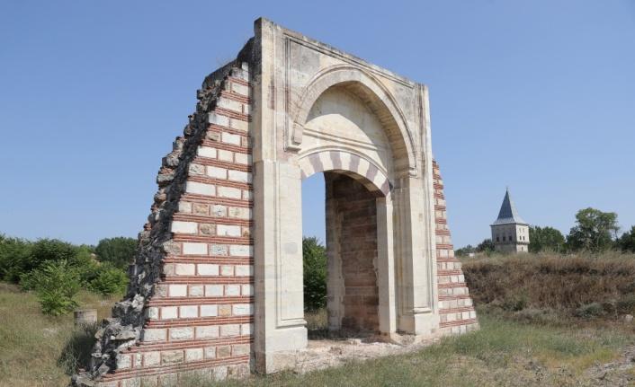 Edirne Sarayı'ndaki caminin kalıntılarına ulaşıldı