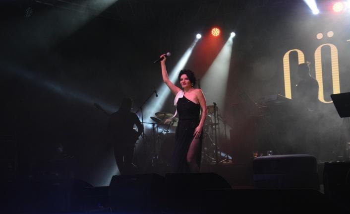 """Göksel, """"Nilüfer +1 Güz Konserleri""""nde sahneye çıktı"""