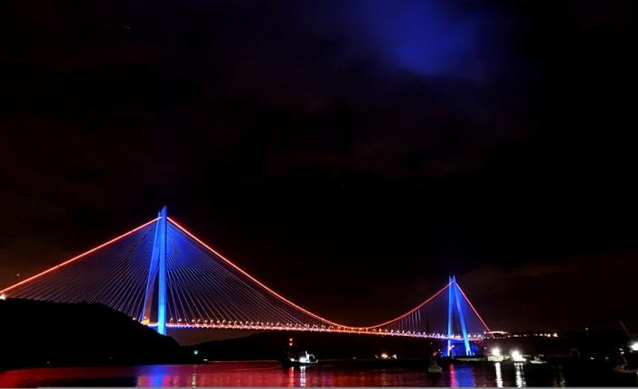 Köprüler DMD hastalığı farkındalığı için aydınlatıldı