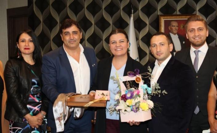 Fatma Kaplan Hürriyet'e esnaf ziyareti