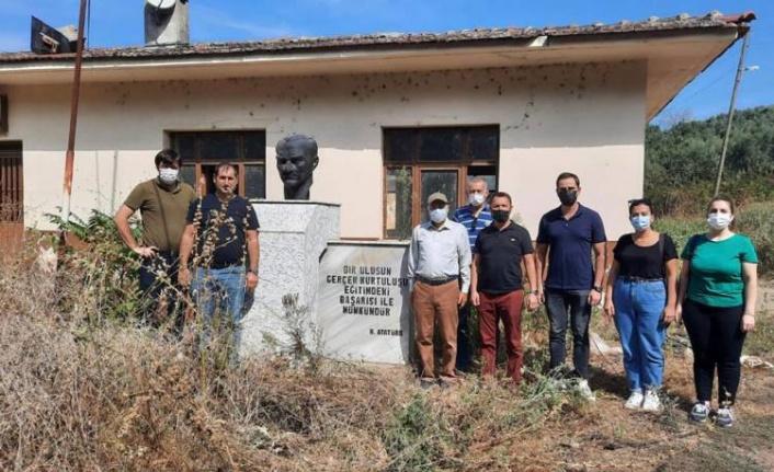 """Kemal Demirel: """"Çocuklar köylerinde okumalı"""""""
