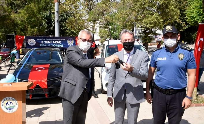 Belediye, Emniyet Müdürlüğüne 3 araç hibe etti