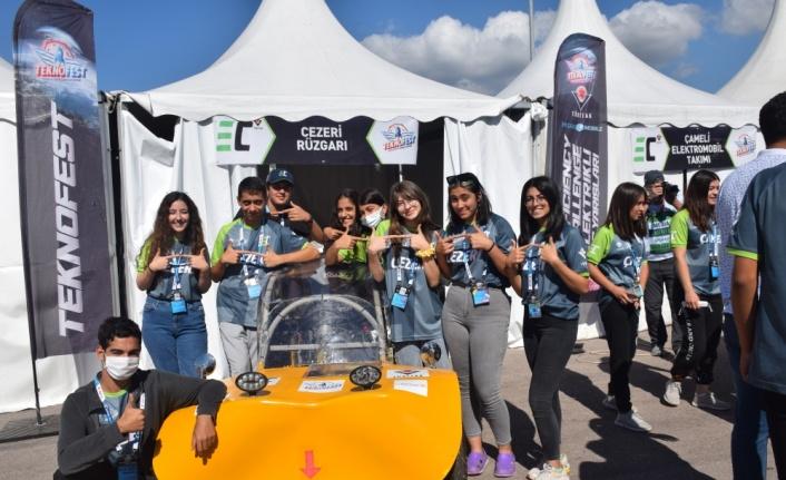 """Lise öğrencilerinin geliştirdiği elektrikli araçlar yarış pistinin """"enerjisini"""" yükseltti"""