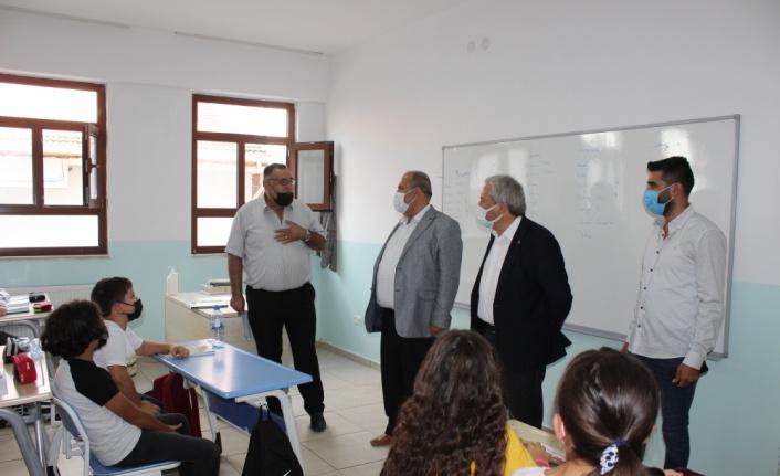 Osmaneli Kaymakamı Ünal ve Belediye Başkanı Şahin, okulları ziyaret etti