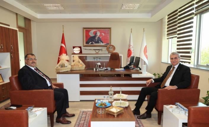 Sakarya Büyükşehir Belediye Başkanı Yüce'den ziyaretler
