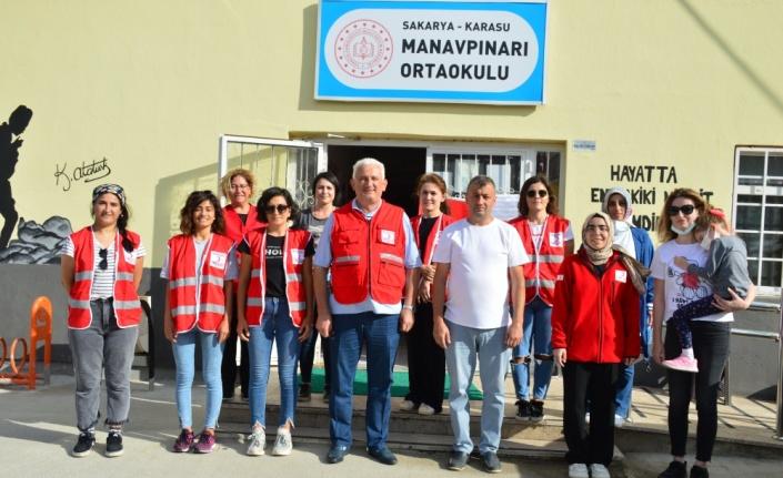Türk Kızılay gönüllüleri okulun duvarlarını boyadı
