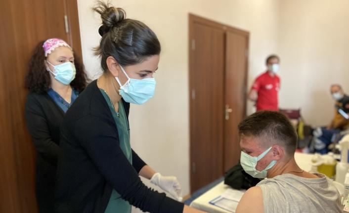 Trakya Üniversitesine kayıt yaptıran öğrenciler aşı olma imkanı da buluyor