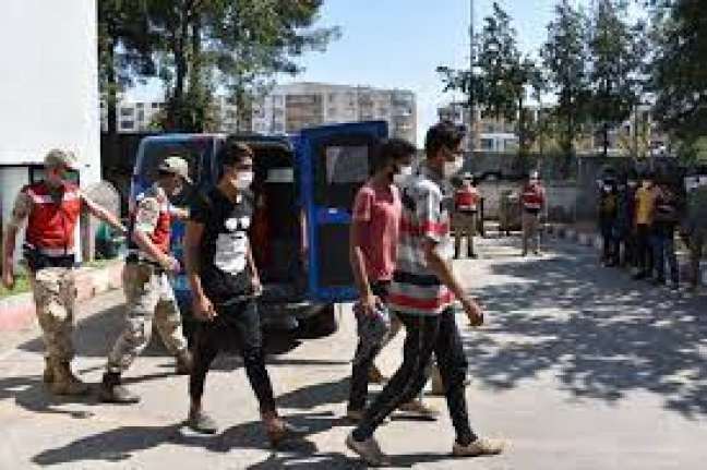 Yurda yasa dışı yollarla giren 10 yabancı uyruklu yakalandı