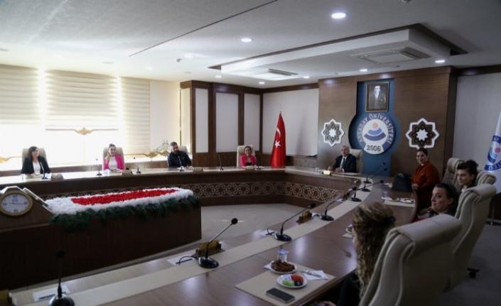 """ASÜ  Rektörü Şahin: """"Öğrencilerimiz çok yönlü olmalı"""""""