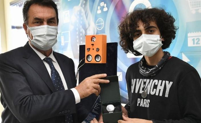Bursa'da TEKNOFEST birincisi öğrenciye Osmangazi ödülü
