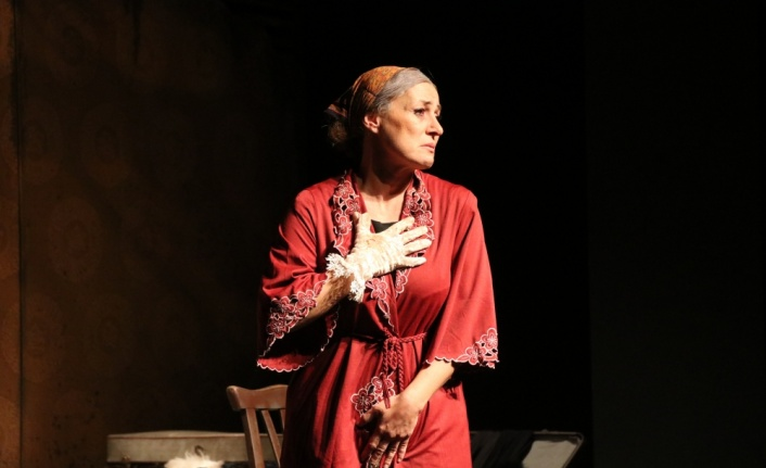 Edirne Devlet Tiyatrosu perdelerini yeniden açtı