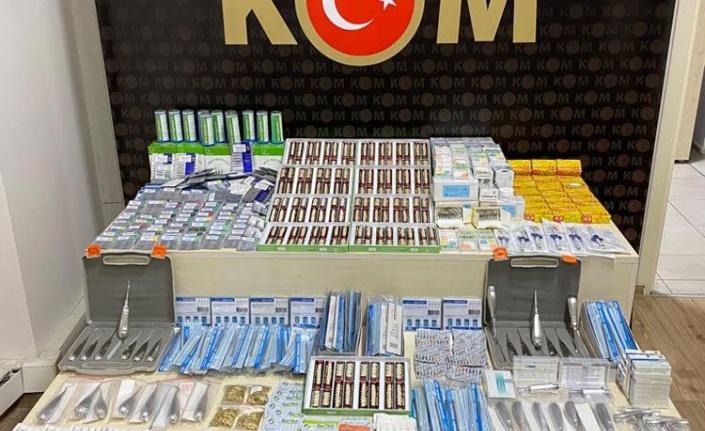 İzmir'de KOM ekipleri binlerce kaçak tıbbi malzeme ele geçirdi