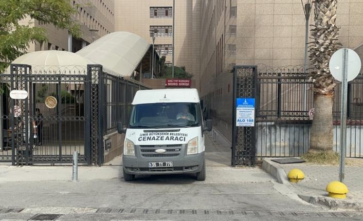 İzmir'de evinde bıçaklanarak öldürülen genç kızın cenazesi İstanbul'a götürüldü