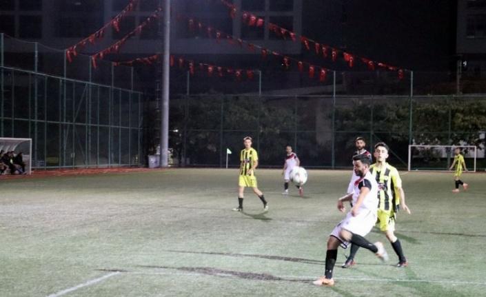 İzmit Belediyesi Başkanlık Kupası'nda heyecan sürüyor