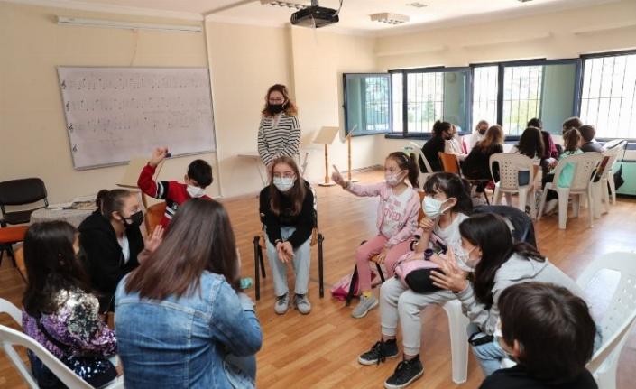 İzmit Çocuk Sinema Okulu'nda ücretsiz eğitim veriyor
