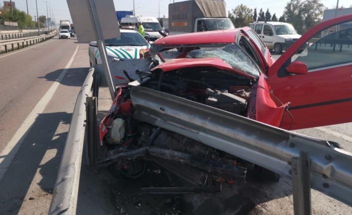 Gebze'de bariyere çarpan otomobilin sürücüsü yaralandı