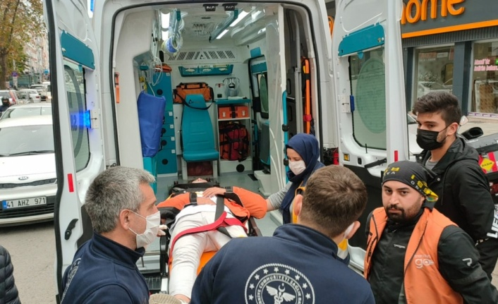 Gebze'de otomobille çarpışan motosiklet sürücüsü yaralandı
