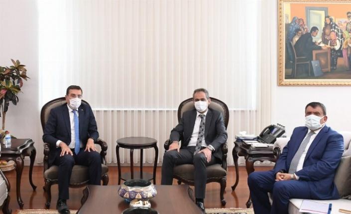 Büyükşehir Belediye Başkanı Selahattin Gürkan, Bakan Özer'i ziyaret etti