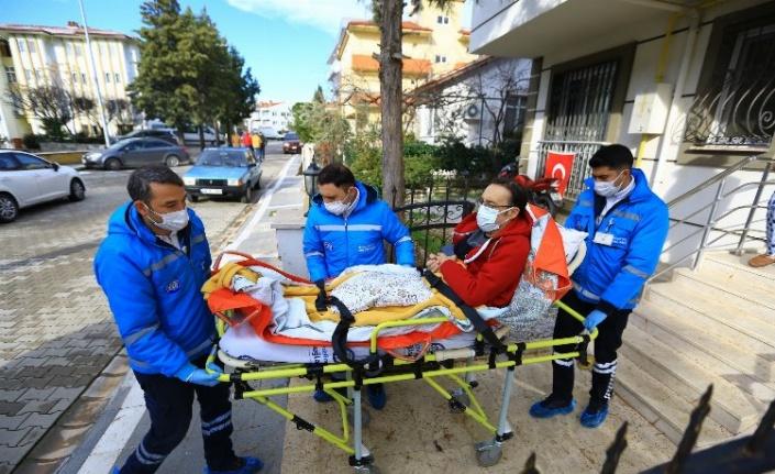 Muğla Büyükşehir,  hastaları sağlık kuruluşlarına taşıyor