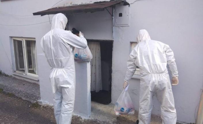Sakarya Büyükşehir, karantina evlere temel gıdalarını ulaştırıyor