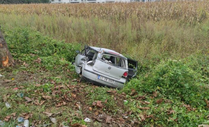 Sakarya'da şarampole devrilen otomobildeki 4 kişi yaralandı