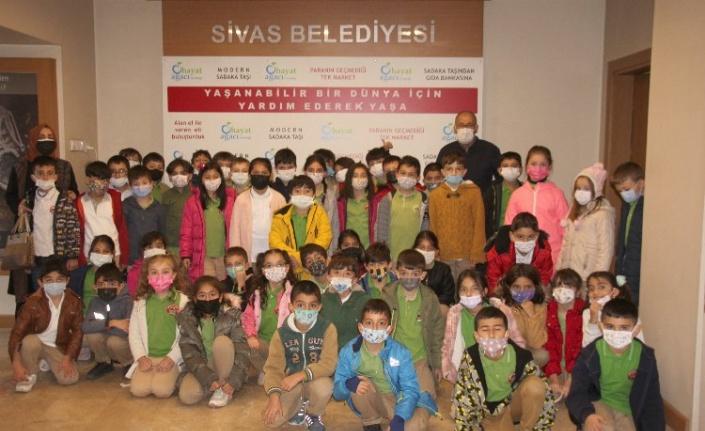 Sivas Cumhuriyet İlkokulu öğrencileri, Hayat Ağacı Derneği'ni ziyaret etti