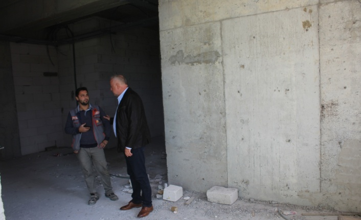 Söğütlü Belediye Başkanı Özten, yapımı süren sağlık merkezini inceledi