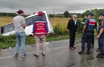 Devrilen yolcu midibüsündeki 7 kişi yaralandı